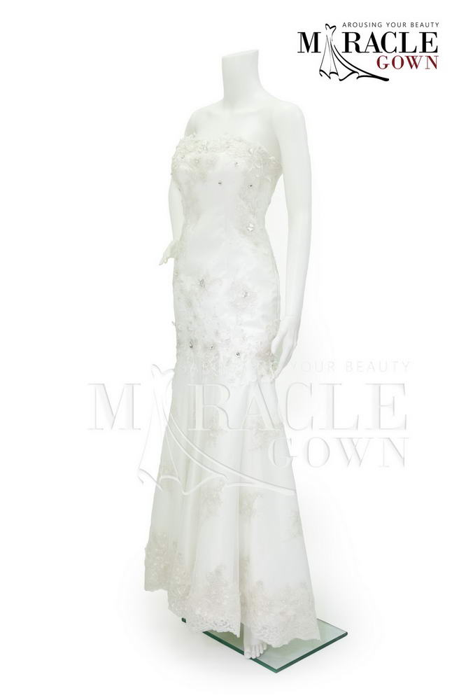 Sewa Gaun Surabaya - Miracle Gown - Winter white brocade dress