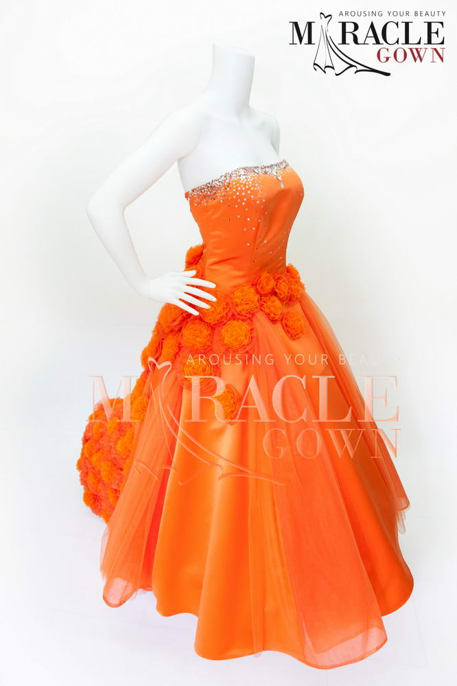 Sewa Gaun Surabaya - Puff Flower Strewment Upon Orange Chiffon