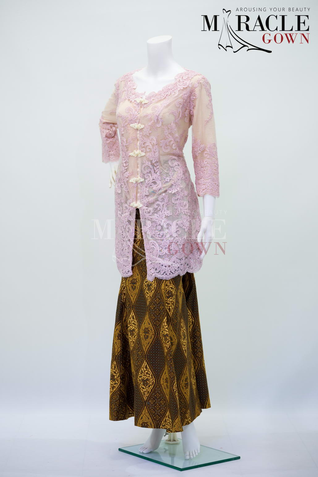 Sewa Gaun Surabaya - Miracle Gown - Crepe cheongsam brocade on amber chocolate kebaya