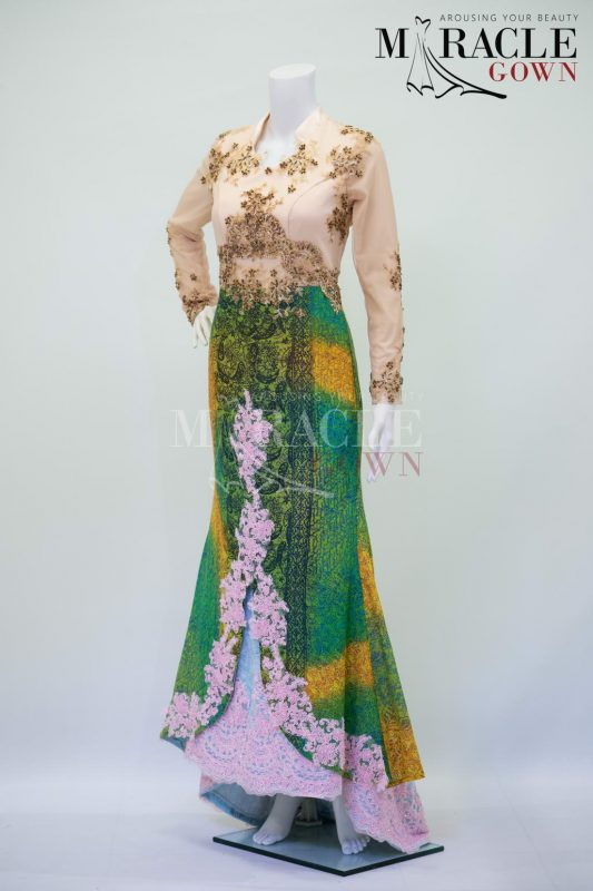Sewa Gaun Surabaya - Miracle Gown - Daffodil brocade with emerald kebaya