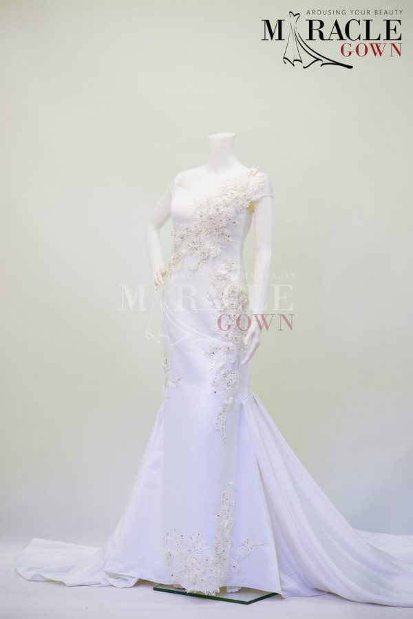 Sewa Gaun Surabaya - Miracle Gown - White pearl brocade on pleated flare gown