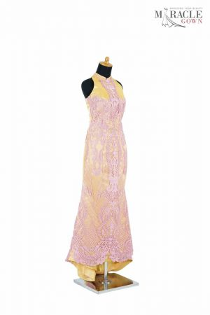 http://gauncantik.com/wp-content/uploads/2018/11/Sewa-Gaun-Surabaya-Miracle-Gown-Turmeric-gold-A-line-with-cheongsam-collar-dress.jpg