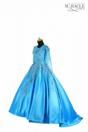 https://gauncantik.com/wp-content/uploads/2018/11/Sewa-Gaun-Surabaya-Miracle-Gown-Freezing-blue-canyon-long-sleeve-gown.jpg