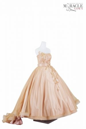 https://gauncantik.com/wp-content/uploads/2018/11/Sewa-Gaun-Surabaya-Miracle-Gown-strapples-skin-ballgown-with-golden-flowers.jpg